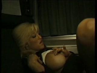rasplatilas-za-proezd-v-poezde-seksom-telki-striptiz-popi