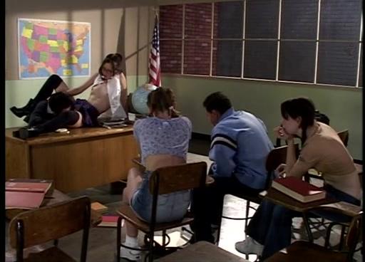 Груповой секс в клаасе на уроке