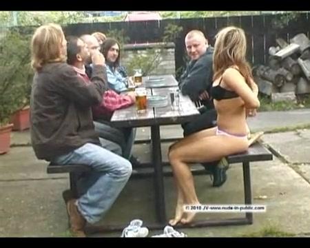 Порно видео перед толпой, порно фото лесби со страпонами