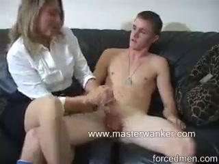 Женщина дрочит сыну член видео
