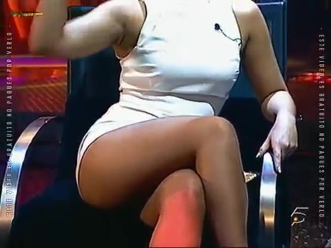 Порно голая студентка в платье раздвинула ножки, как телок ебут негры