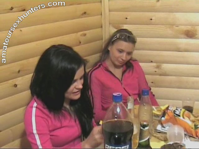 molodezh-ustraivaet-seks-vecherinki-video-gibkie-telki-v-porno