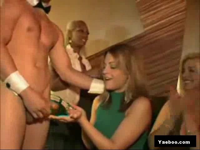 imeninnitsa-striptizer-porno-spyashuyu-imeyut