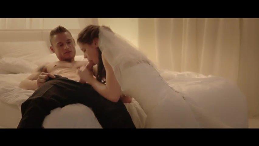 Порно замещения жениха в брачную ночь