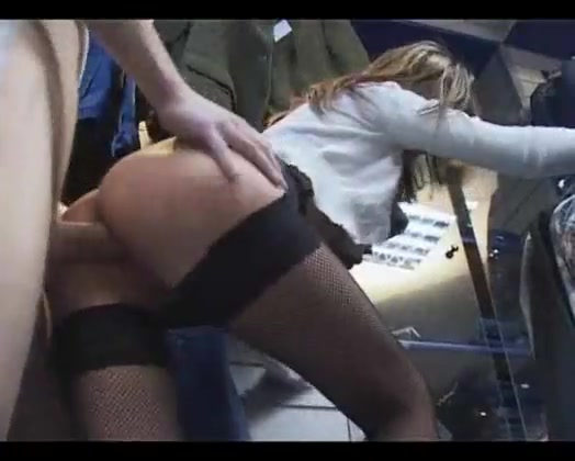 amatorskiy-seks-video-podglyadivanie-razdevalki-plyazh